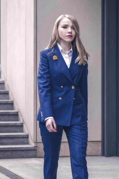damski-garnitur-dwurzedowy-niebieski-buczynski2