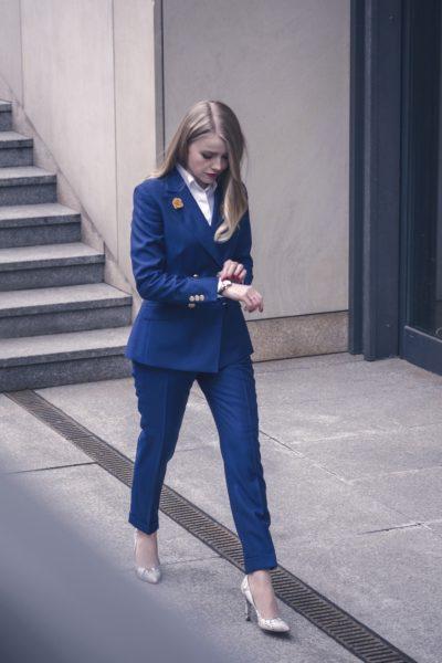 damski-garnitur-dwurzedowy-niebieski-buczynski3