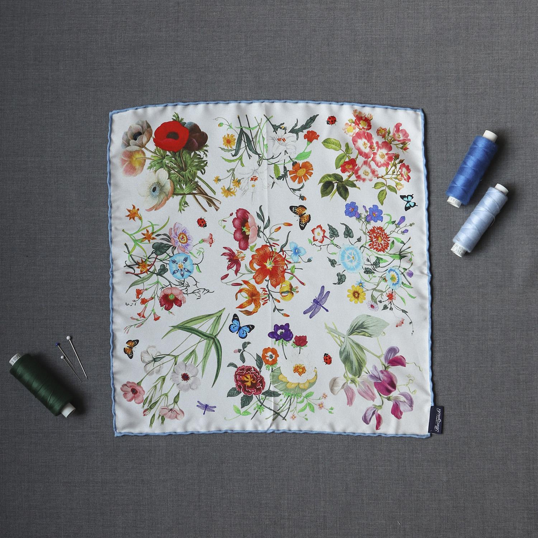 118b2935181202 biala-jedwabna-poszetka-kwiaty1