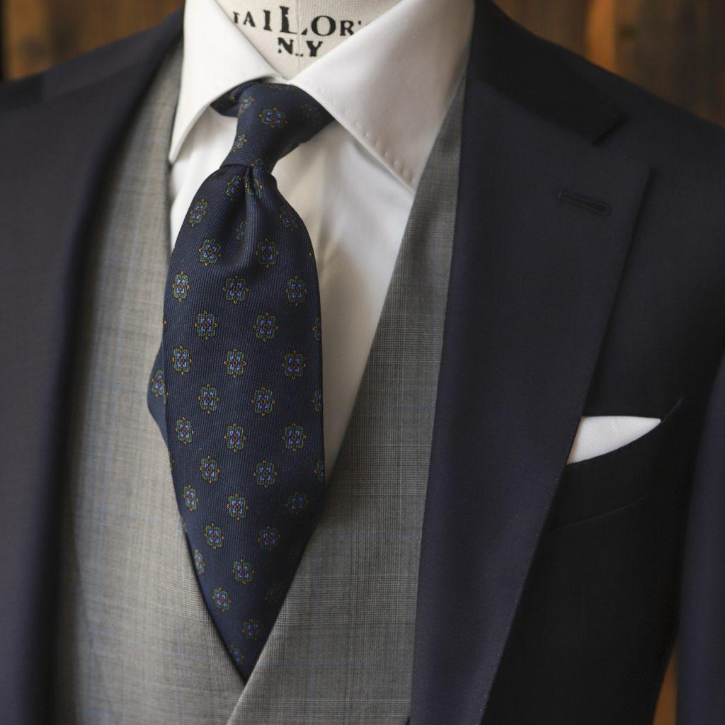 granatowy-krawat-jedwabny-zielone-ornamenty3
