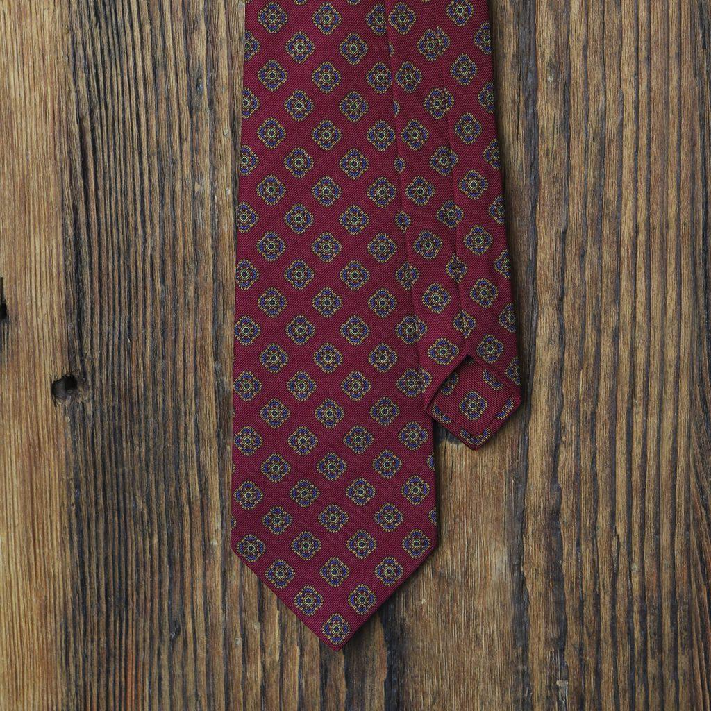 malinowy-krawat-w-ornamenty1
