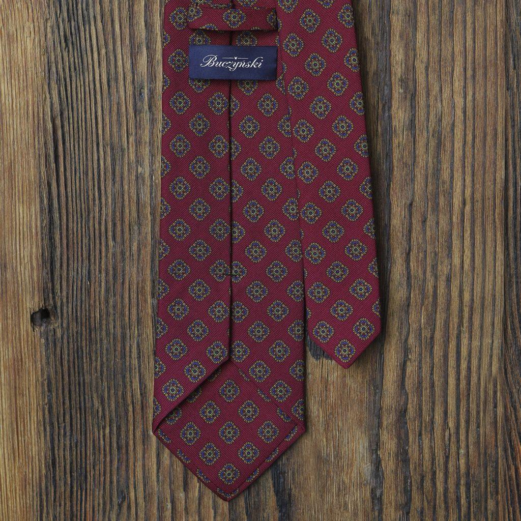 malinowy-krawat-w-ornamenty2