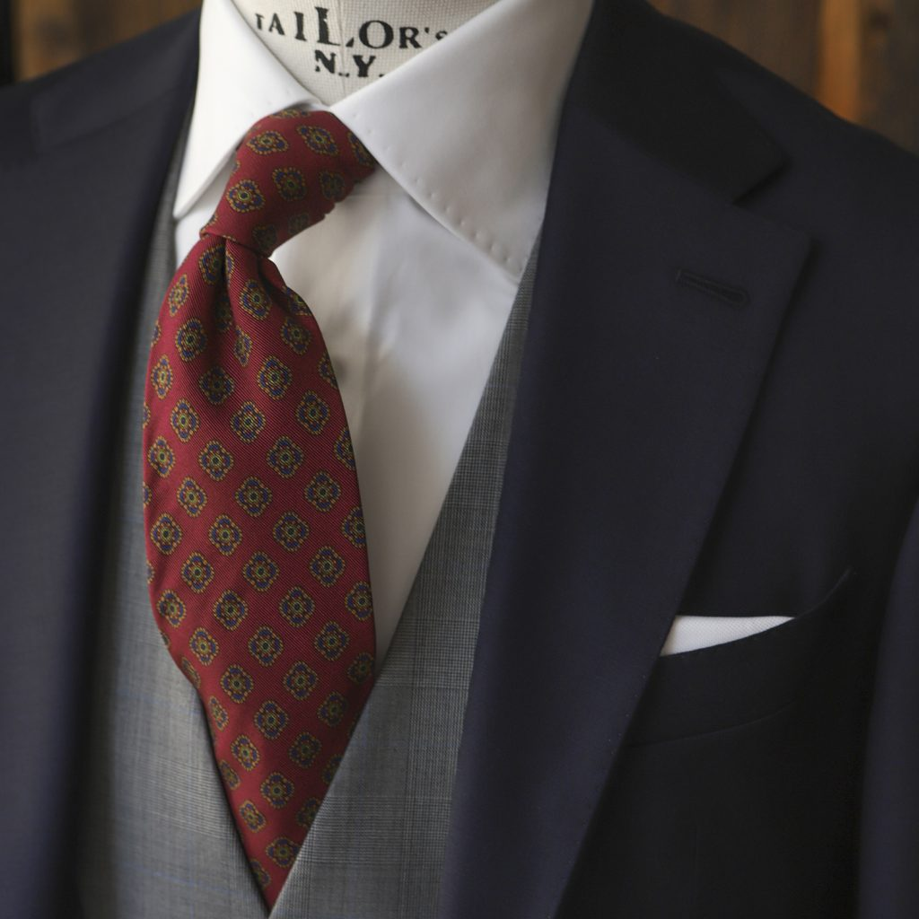 malinowy-krawat-w-ornamenty3
