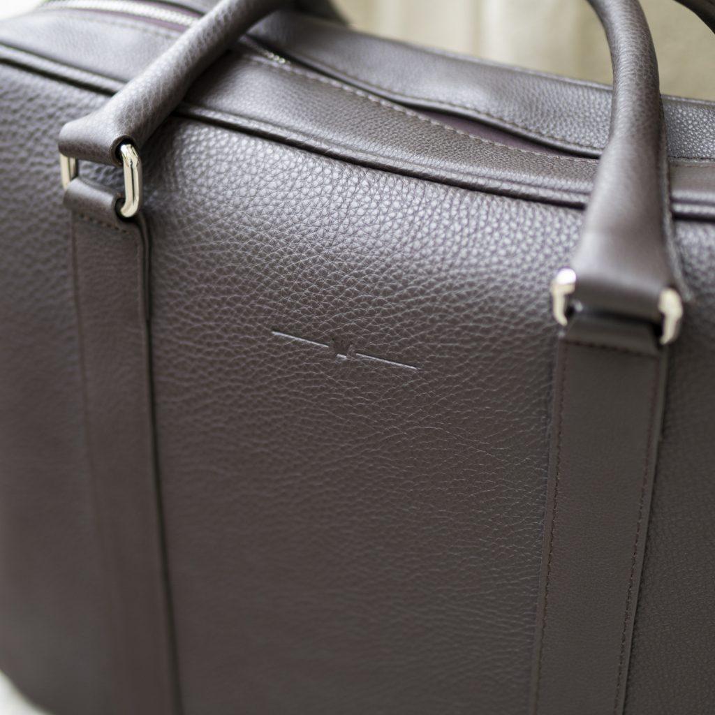 torba-skorzana-brazowa-groszkowana-na-laptopa-buczynski2