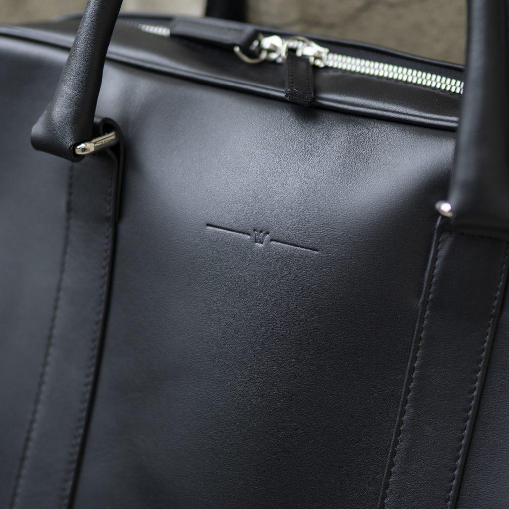 torba-skorzana-czarna-na-laptopa-buczynski2