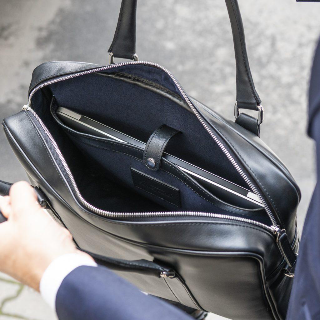 torba-skorzana-czarna-na-laptopa-buczynski4