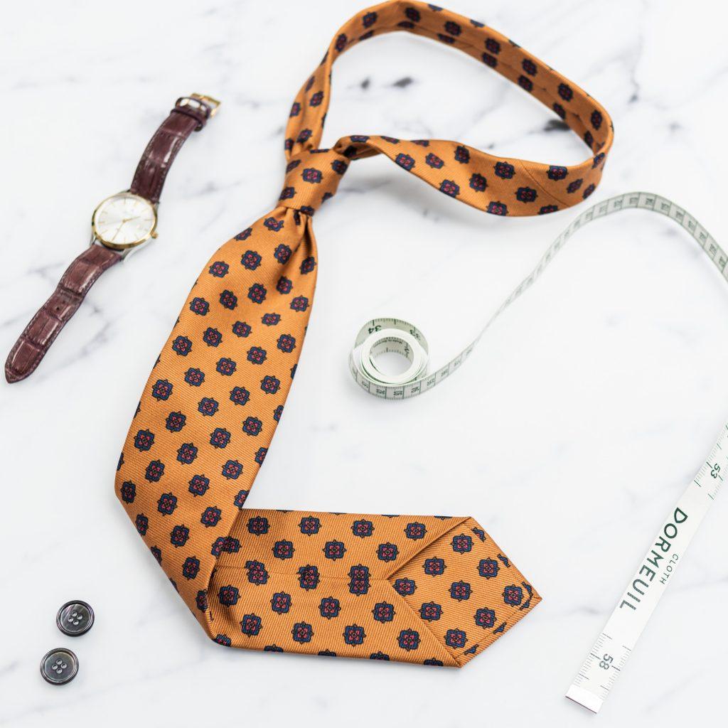 musztardowy-krawat-jedwabny-granatowe-ornamenty1