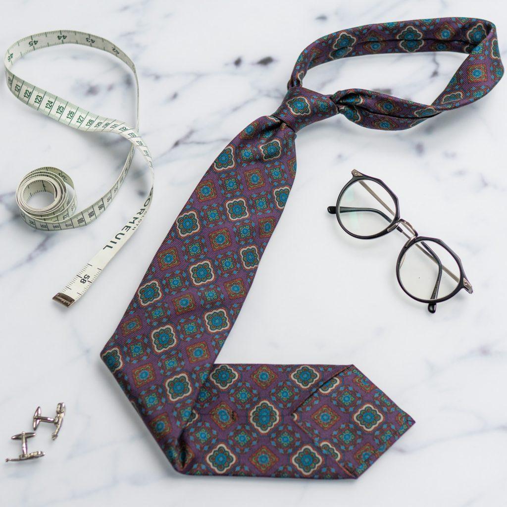 szeroki-fioletowy-krawat-jedwabny-makrowzor1