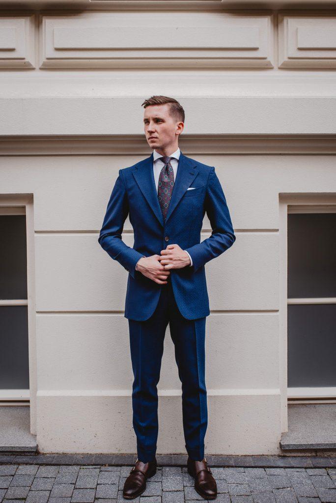niebieski-garnitur-faktura-slub-polformalny-buczynski55