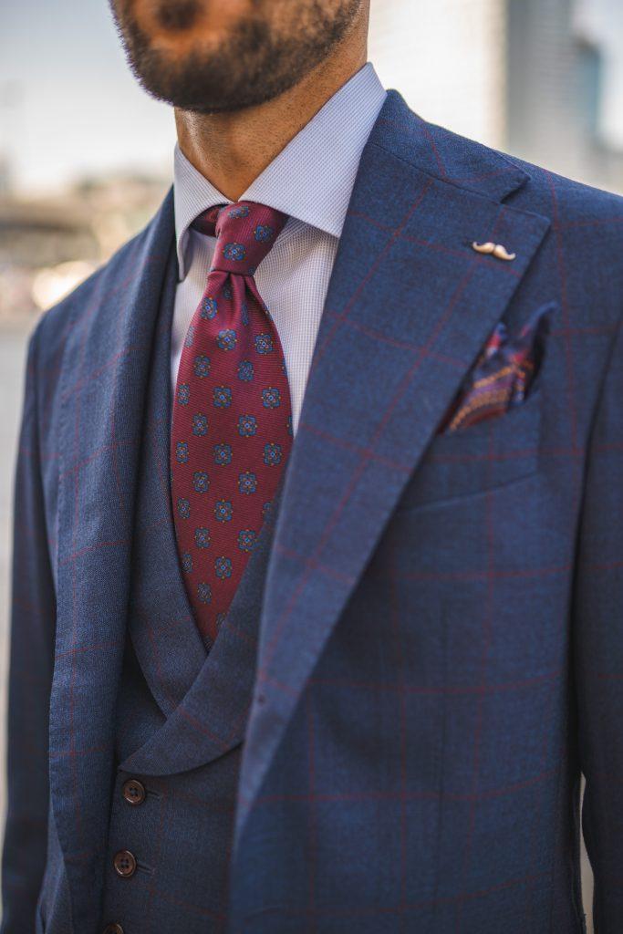 niebieski-garnitur-bordowa-krata2