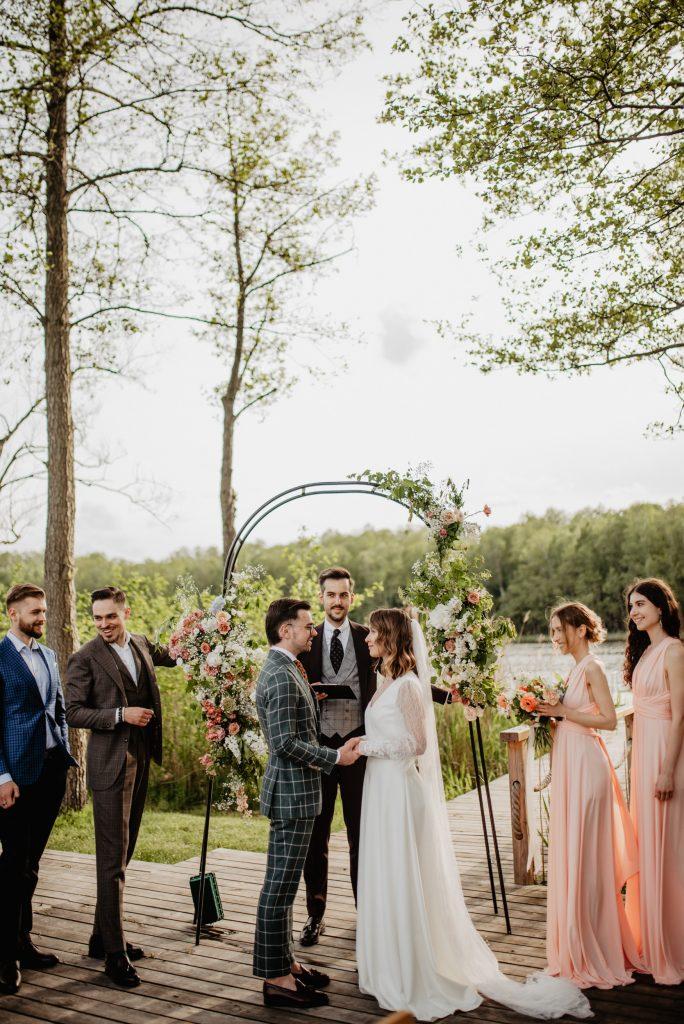 wesele-w-stylu-boho-rustykalny-zielony-garnitur-na-slub16